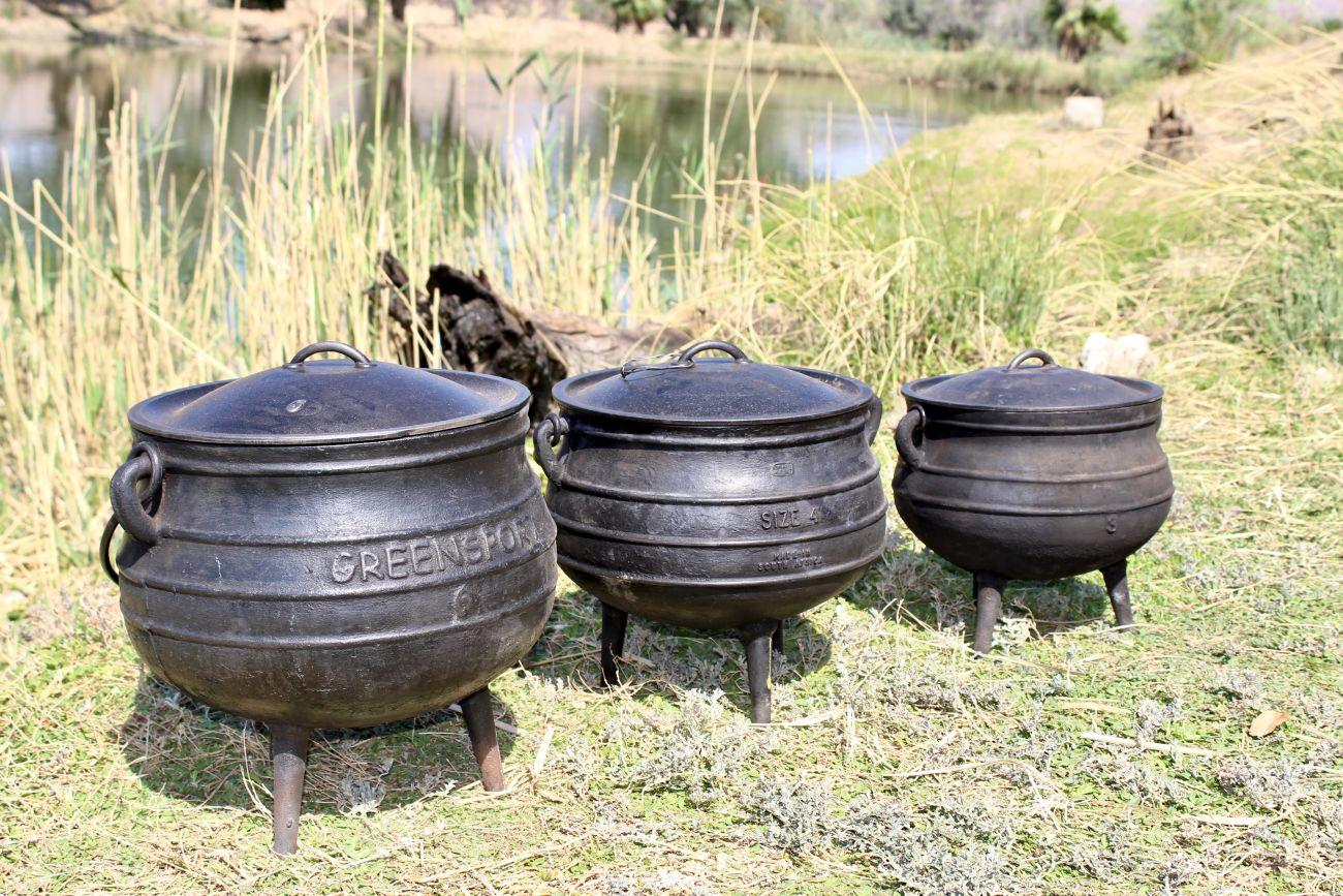 Dreibeintöpfe - Potjies, Grösse 6-4-3 (von links)